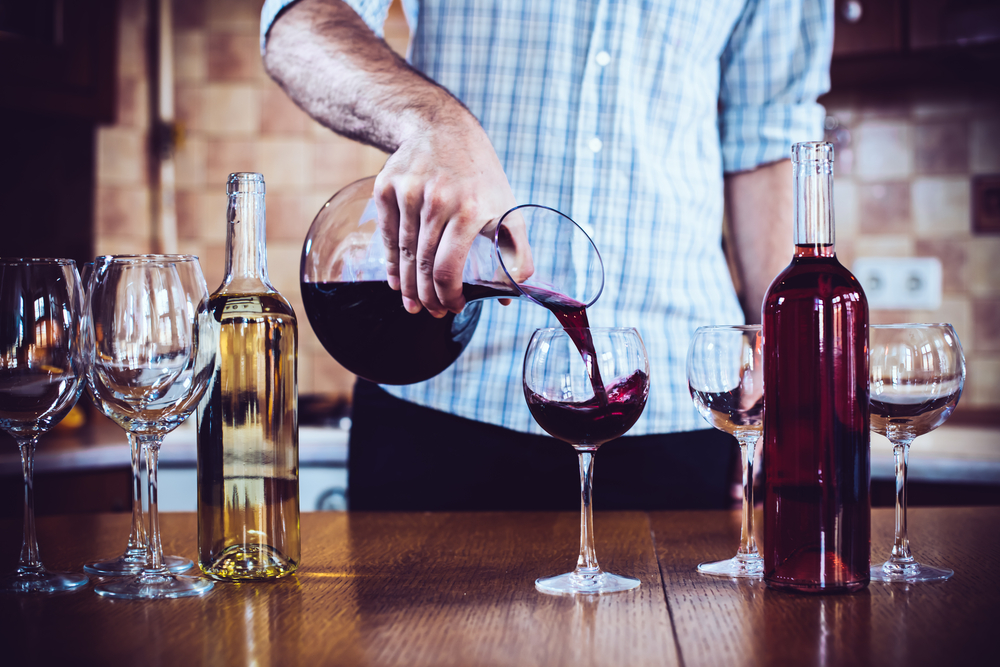 preparing and serving wines How to serve cabernet sauvignon open the bottle of cabernet sauvignon using a corkscrew and allow the wine to breathe for about 15 to 20 minutes make sure the bottle of cabernet sauvignon is at room temperature before serving.