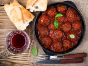 Red wine meatball