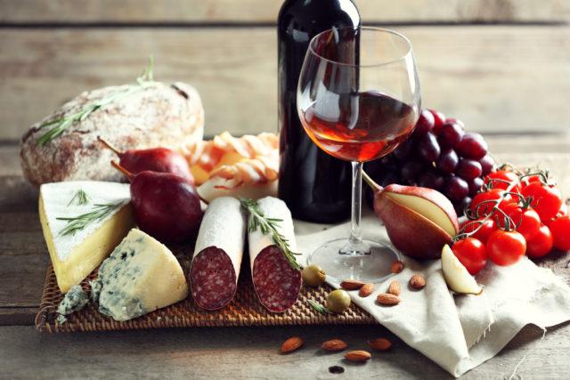 vino e piatti tipici italiani